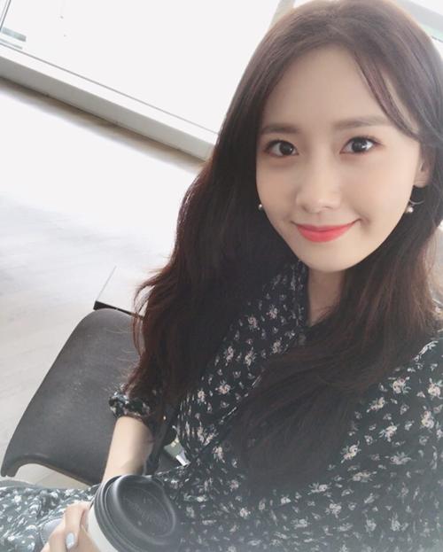 '소녀시대' 윤아 근황, 꽃무늬 원피스 입고…'우아한 여신'
