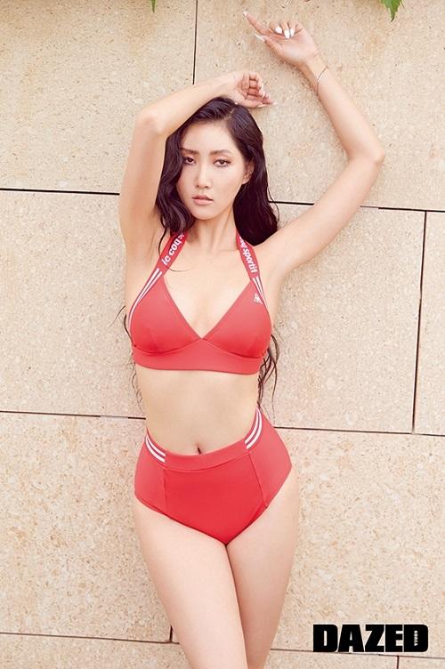 마마무 화사, 강렬 레드 비키니로 완벽 몸매 공개