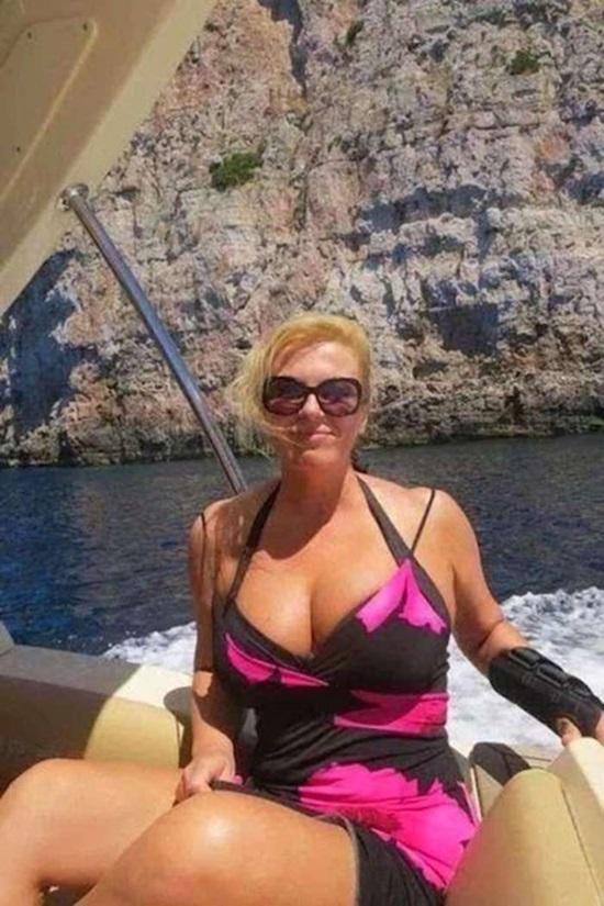 크로아티아 대통령, 미모 화제…비키니 입은 모습 눈길