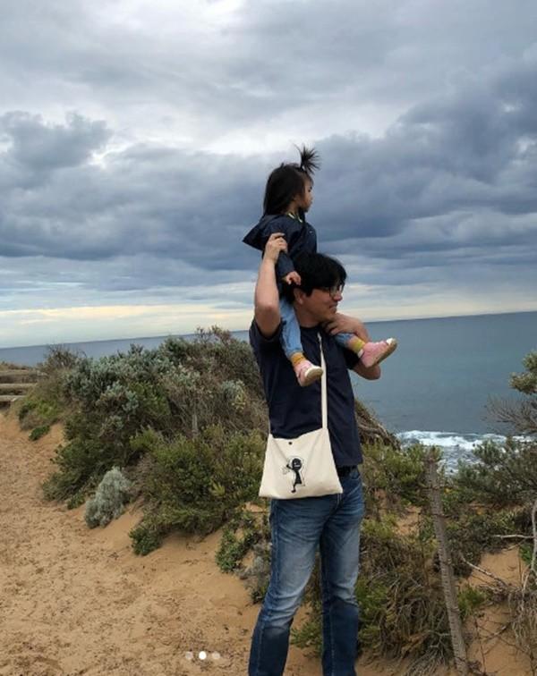 탕웨이-김태용 부부, 딸과 함께 다정한 한때 공개