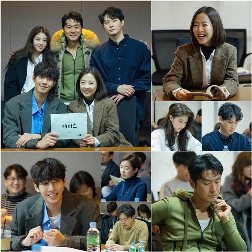 '어비스' 박보영X안효섭, '극과 극 반전 비주얼' 대본리딩 현장 공개