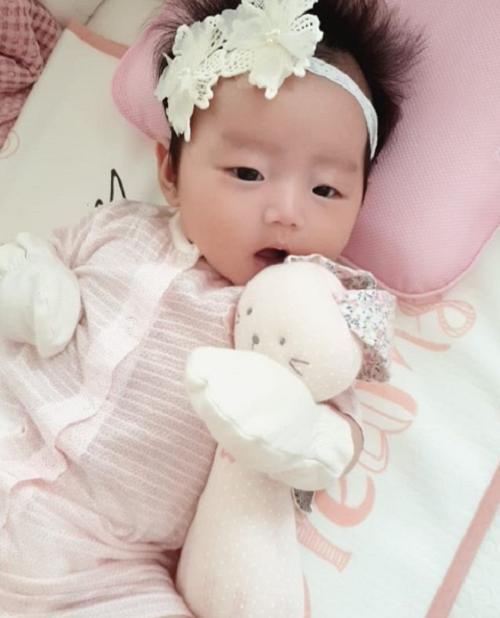 이하정, 둘째딸 공개... '생후 73일 된 꽃 미모'